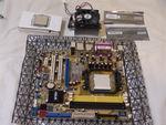 写真: CPU とメモリとマザーボード
